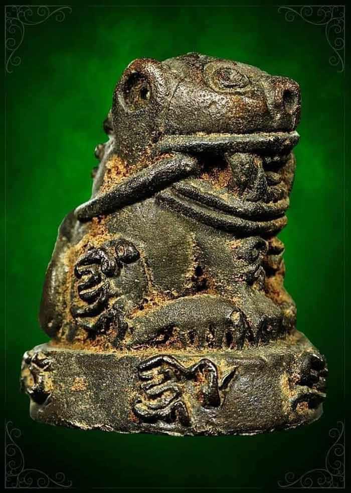 รุ่น เสือมหาอุตม์ (คาบหาง) ตัวครู หลวงปู่บุญมา สำนักสงฆ์เขาแก้วทอง